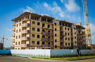 Застройщик, находящийся под следствием, обещает достроить дом в Аксакае