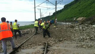 Сель обрушился на железную дорогу в Туапсинском районе