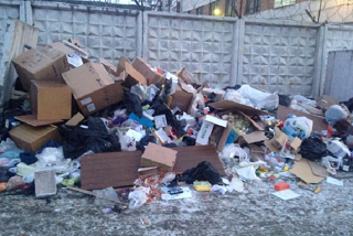 Тарифы выросли, а мусор не убирают