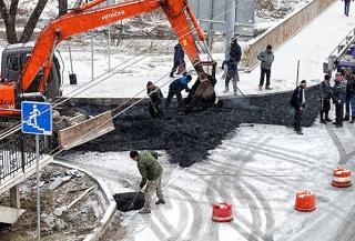 Асфальт в Ростове-на-Дону смешан со снегом и грязью