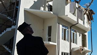 Жители дома, объявленного в Сочи самостроем, не позволили его снести