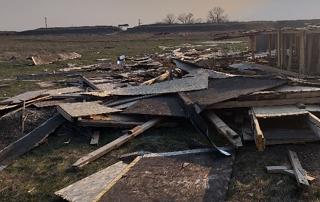 Местные жители разгромили оставленные киношниками куреня в Аннинской крепости