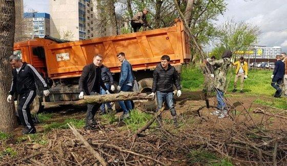 В Краснодаре в субботниках приняли участие более 100 тыс. человек