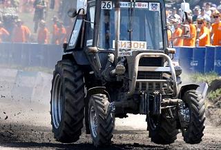 Ралли на тракторах собрало многотысячную публику в Ростове
