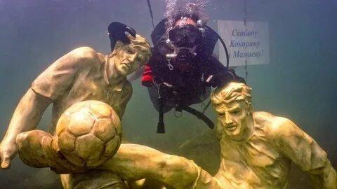 Скульптуры Кокорина и Мамаева пополнили подводный музей в Анапе