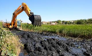 В реке Элистинка вычистят дно и укрепят берега