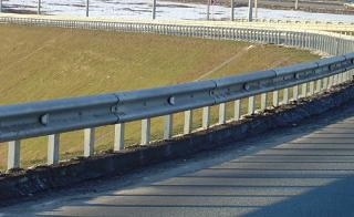 Ограждения вдоль краснодарских трасс сделают дорогу безопаснее