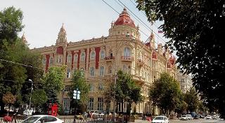 В Ростове выбрали компанию, которая займется ремонтом вестибюля в мэрии
