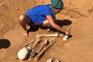 Древнее сарматское погребение обнаружили а пустыне Северного Прикаспия