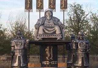 Памятник Чингисхану установили в поселке Калмыкии