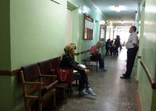 Астраханцы обеспокоены вопросом ремонта городской поликлиники №1