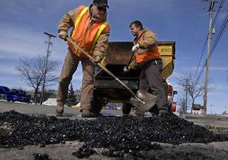 Дорожное покрытие в Краснодаре продолжают ремонтировать и зимой