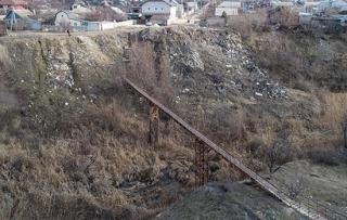Жители Вишневой балки в Волгограде 9 лет добиваются очищения оврага от свалки