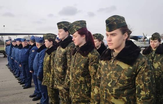 Девушки-курсанты КВВАУЛ приступили к первым учебным полетам