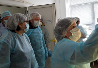 Глава Адыгеи Мурат Кумпилов побывал в лаборатории, где получают результаты тестов на коронавирус