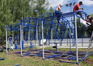 Глава Калмыкии пообещал наказать строителей спортивной площадки