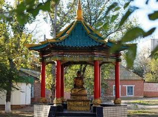 Территорию сквера у ротонды статуи Будды в Лагани отреставрируют