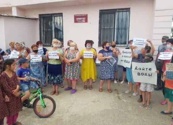 В поселке Майском в Волгограде более 10 лет живут без воды