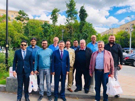 К. Илюмжинов провел встречу с бизнесменами из Пакистана