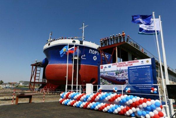 В Астрахани спустили на воду танкер-химовоз «ПортНьюс»