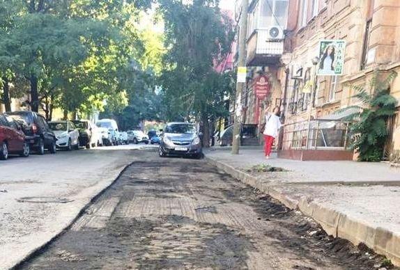 В Ростове под асфальтом на ул. Суворова обнаружена дореволюционная брусчатка