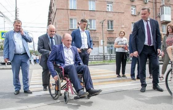 Астраханских чиновников хотят пересадить в инвалидные кресла