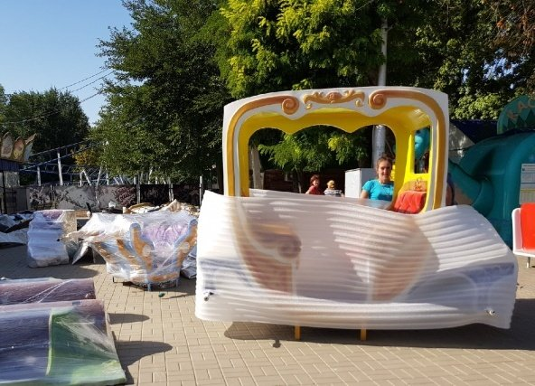В разоренном парке Волгограда разбирают детские аттракционы