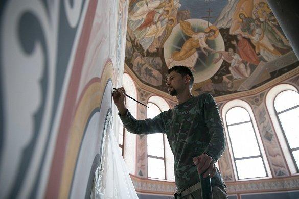 В волгоградском соборе Александра Невского расписывают стены