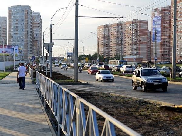 Вдоль дорог Краснодара перестанут устанавливать железные ограждения