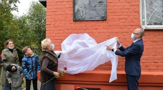 В Краснодаре открыли мемориальную доску поэту-фронтовику К. Обойщикову