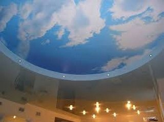 Натяжной потолок небо с облаками