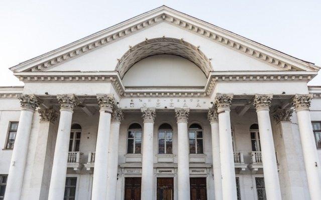 В Волгограде кинотеатр «Победа» на 3 года спрятали за забором