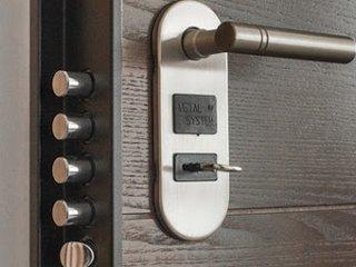 Ремонт и отделка дверей широкого профиля от РусГостСервис