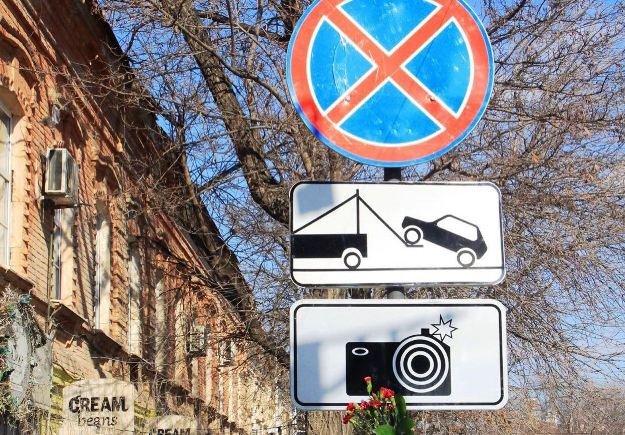 Запрет остановки авто спровоцировал остановку работы торговых точек в Астрахани