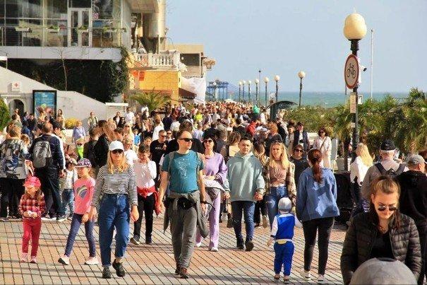 В Сочи за майские праздники отдохнули 232 тыс. туристов