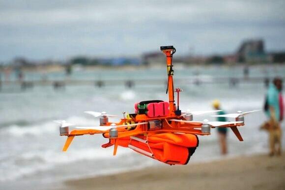 На пляже в Анапе дрон впервые спас тонущего человека